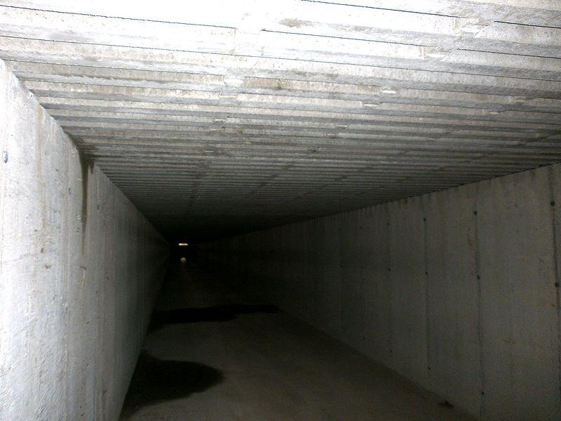 Gödselbehållare under spaltgolv. Foto Cilla Hagberg