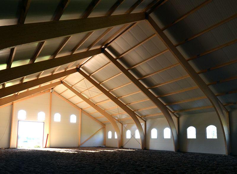 Hallbyggnad med stomme av limträ. Foto Anders Ehrlemark